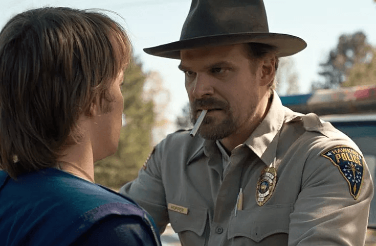 stranger-things-placement-produit-tabac-cigarettes-fumer-david-harbour-netflix