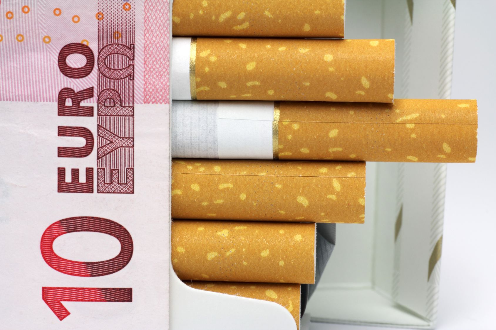 paquet-tabac-10euros-hausse-taxes-cigarettes