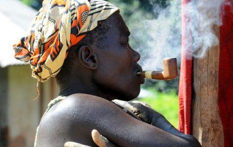 Les populations vulnérables des pays en développement victimes des géants du tabac.